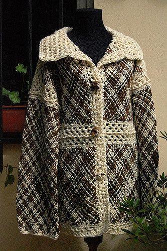 Sacón largo tejido en telar con uniones y terminaciones a crochet.. Artículo 520.