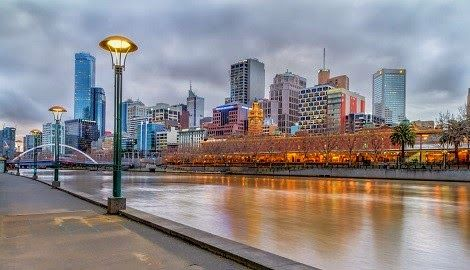 Come Walk Along Melbourne's Scenic Yarra River  Visit one ofMelbourne'smost coveted locations - Beautiful Southbank Promenade.  Southbank boardwalk isfamily friendly andlined with many cafes, fine dining restaurants, speciality shopsandof course the Crown Casino with it'samazing Gas FlameExhibition onevery evening on the houruntil midnight.  Enjoys lively street entertainment from buskers and street entertainerswhile you stroll along the Yarra River on Southbank ...