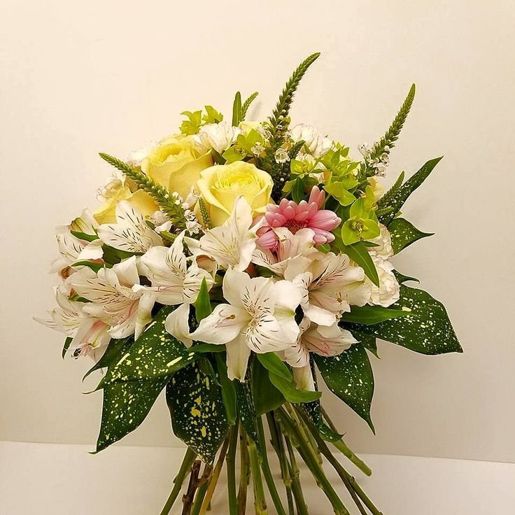 J Fleuriste Hong Kong Online Flower Florist & Shop  Your love is unique !  We customize various flower baskets & bouquets, for order and delivery in Hong Kong, whether it is for birthday, wedding, corporate gift, Valentine's day 情人節, Mid Autumn Festival, Mother's Day 母親節, new born baby celebration, congratulation, graduation, hamper for special event, and even for funeral ceremony.  Contact us Tel/WhatsApp 54979694 to tell us what you are looking for ...  Please also see us at…