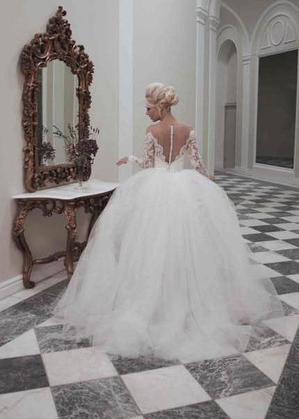A traditional strapless gown in organza with tulle and lace applique overlay. A strapless, sweetheart neckline, lace-up back and trumpet style court…