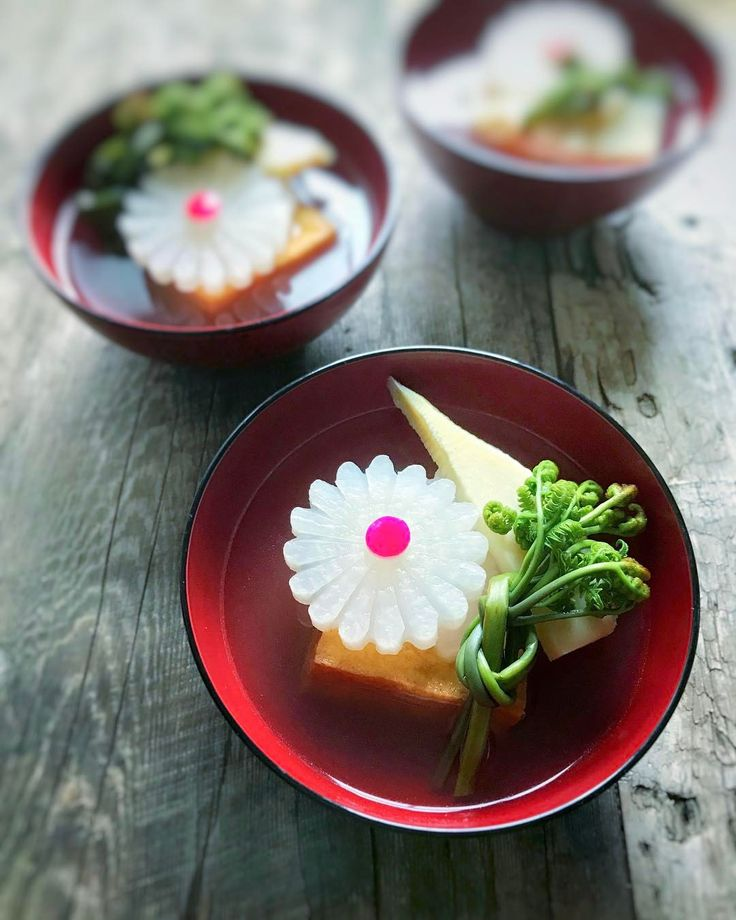 Flower shaped Japanese white radish in the clear soup. #soup #brackens #vegetables #fooddiary #foodstagram . 花大根と春野菜のお吸い物 #たけのこ #わらび #和食 #日本食 .