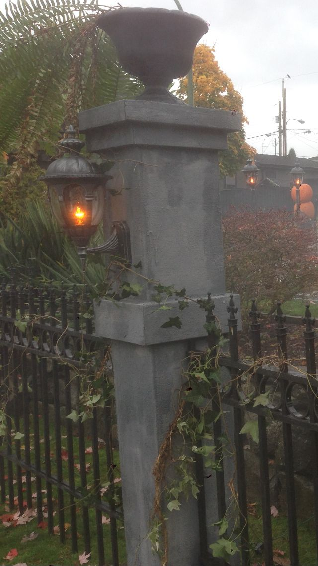 Halloween Yard Haunt Graveyard Pillar and Fence