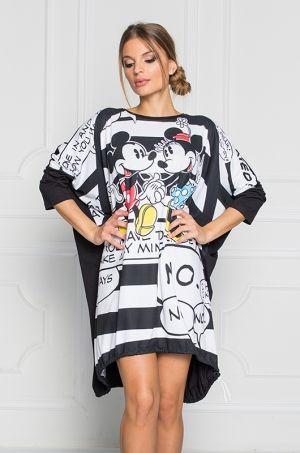 Veselá tunika nositeľná aj ako šaty z najnovšej kolekcie Disney. Predná časť prúhovaná s potlačou Mickey, zadná časť čierna. Spodná časť tunika s možnosťou stiahnutia na bielu šnúrku. Dĺžka je 90cm.
