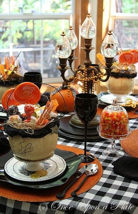 Halloween Tablescapes by Sandra Lee | halloween tablescapes | Halloween tablescape inspiration by pooloby