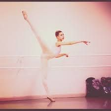 Resultado de imagen para hailey baldwin ballet