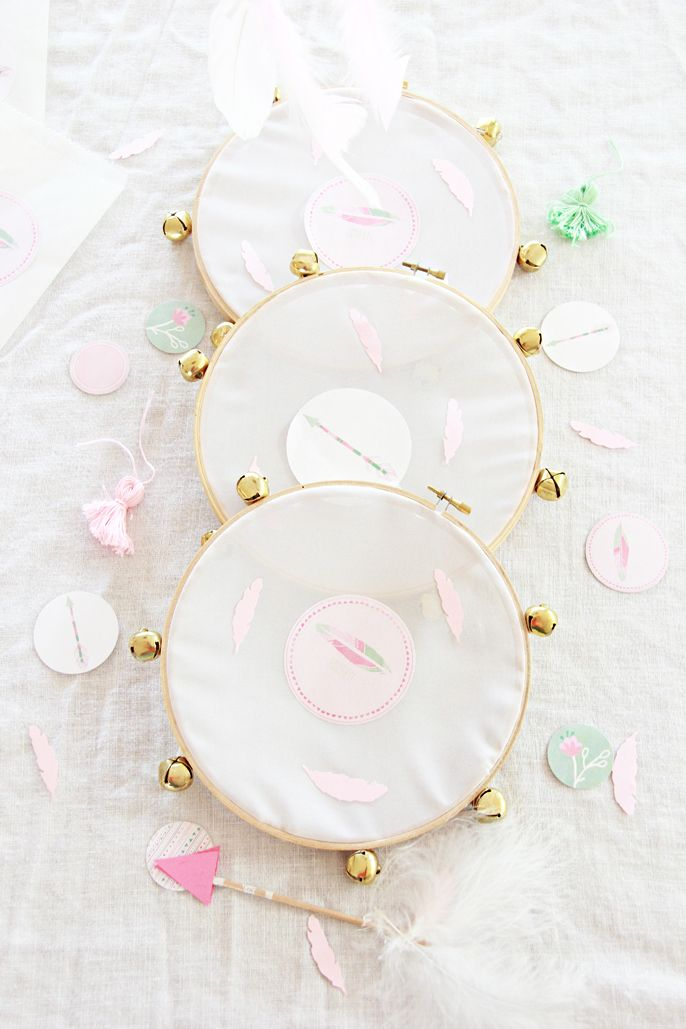 When I had Colette's boho themed party  with Modify Ink , I knew it would be the time to make my version of the DIY tambourines I admired ...