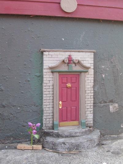 1000 imagens sobre little fairy door ideas no pinterest for Rainbow fairy door