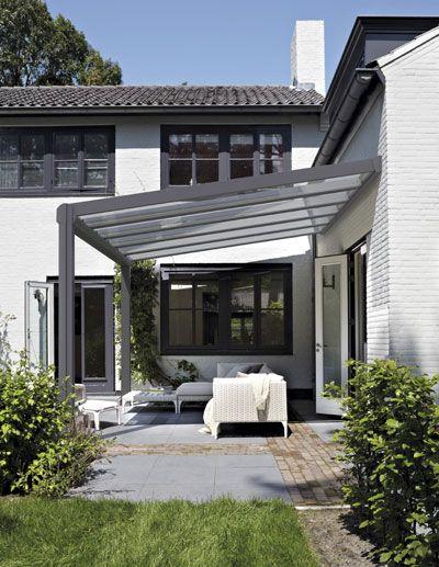 Een vaste terrasoverkapping is een joy in alle seizoenen. Altijd lekker beschut, in de schaduw, uit de wind, precies zoals je het wilt hebben. Nieuw is de vaste terrasoverkapping Luxaflex Casa...