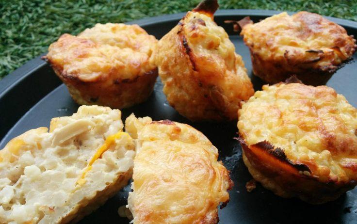 מתכון למאפינס פתיתים עם גבינות, פטריות ובטטה. מאפינס קלים מאוד להכנה ב-10 דקות עבודה בלבד! ארוחת ערב צמחונית, מהירה וטעימה שילדים אוהבים.