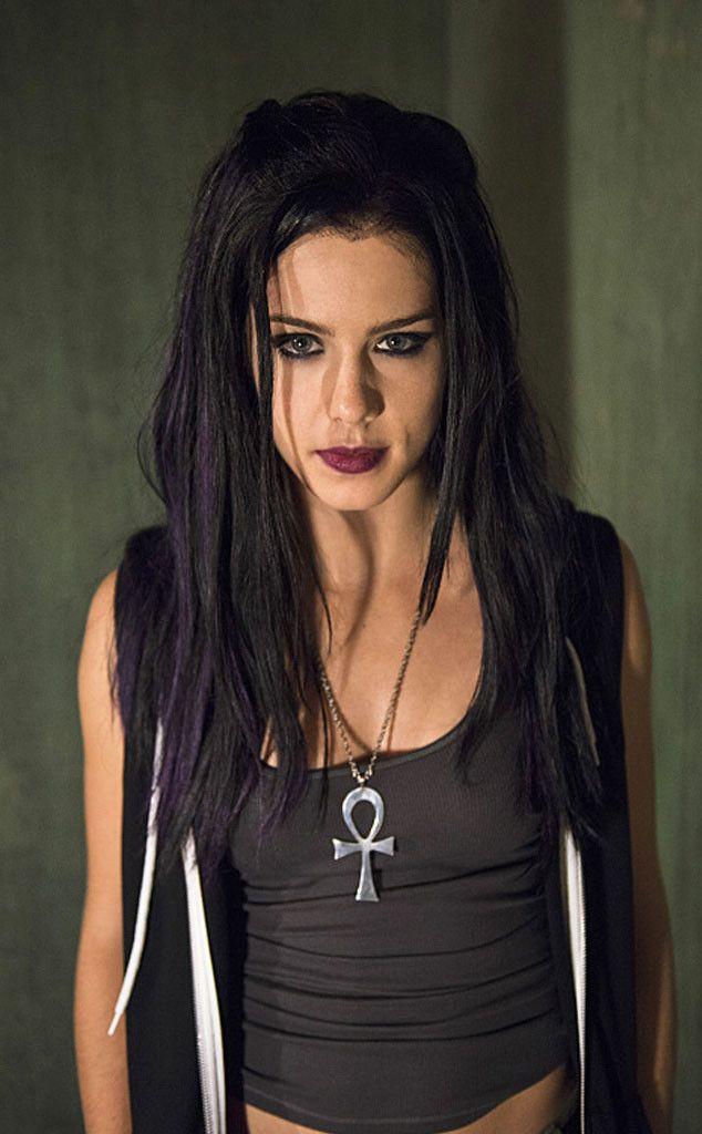 "Emily Bett Rickards Drops Major Scoop on Felicity's ""Devastating"" Love Life on Arrow  Arrow, The Secret Origin of Felicity Smoak"