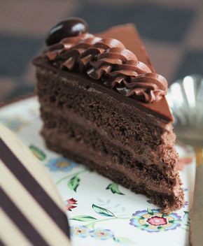 """Вообще то в книге А.Селезнева """"Советские торты и пирожные"""" этот рецепт называется """"Бисквитное пирожное с шоколад..."""