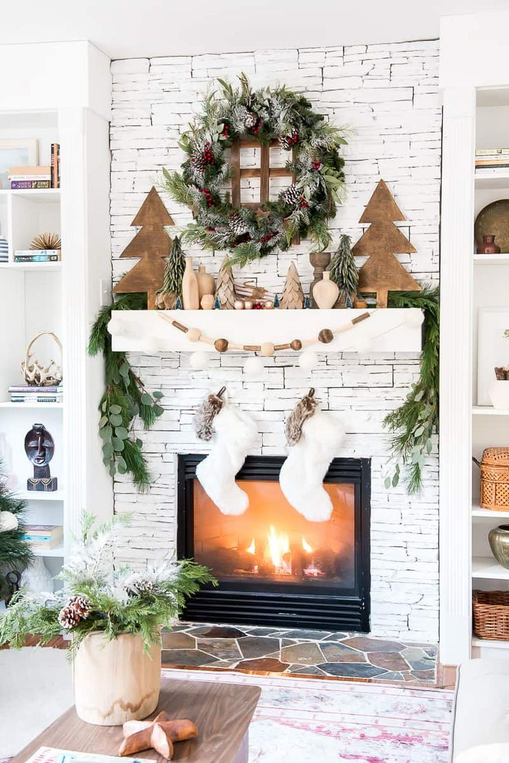 The mix of green and natural elements is such a beautiful look for Christmas