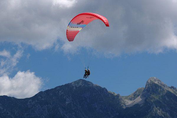 Parapendio in #Alpago http://www.alpagocansiglio.eu/it/sport-e-natura/sport-estivi/parapendio