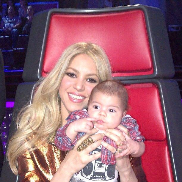 Aw, looks like Shakira's little Milan is love the #Battles action! #TeamShakira #TheVoice