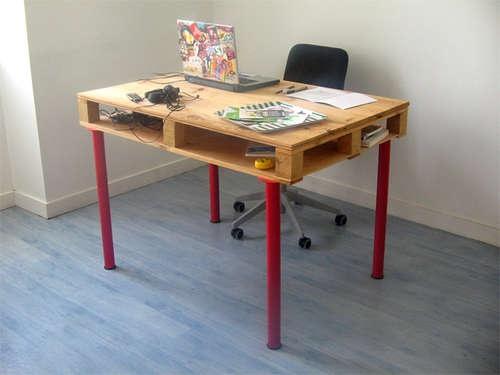 Pallet desk: Pallets Desks, Pallets Furniture, Wooden Pallets, Pallets Tables, Pallets Ideas, Ikea Hackers, Wood Pallets, Old Pallets, Pallets Projects