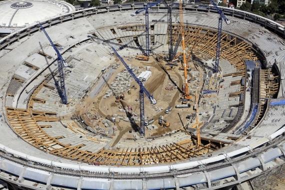Obras no mítico estádio do Maracanã tendo em vista o Mundial de Futebol de 2014 no Brasil.