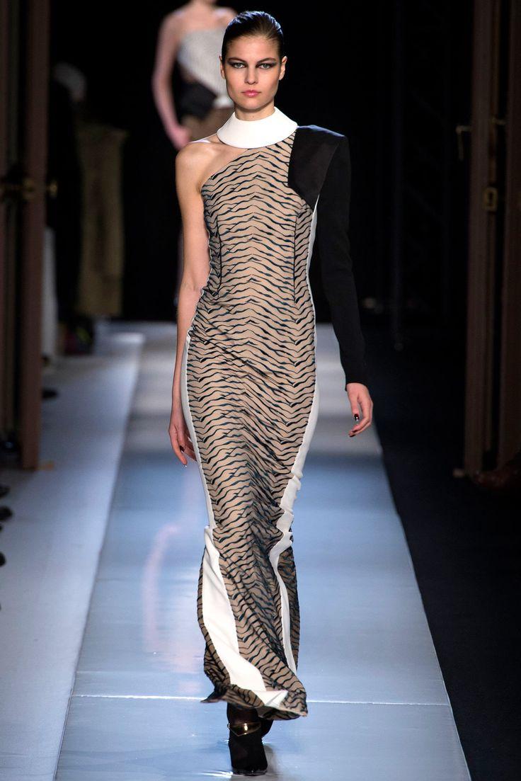 Roland Mouret Fall 2013 Ready-to-Wear Fashion Show - Lin Kjerulf