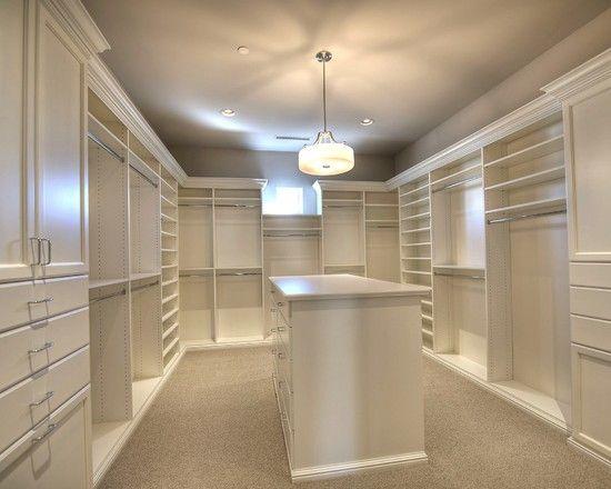 Grand #dressing avec beaucoup de #rangement !  #blanc #bois #maison #appartement  http://www.m-habitat.fr/petits-espaces/dressing/le-dressing-en-kit-3288_A