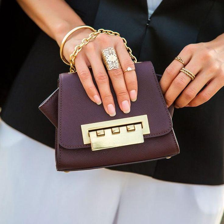 Мини крошка на цепочке ZAC Zac Posen! Сейчас доступна в бордовом, черном, сером и темно-синем цветах! В жизни она такая же красивая как и на фото! #zaczacposen #bag #crossbody #mini #сумочка #кроссбоди #instalike #instafashion #fashionista