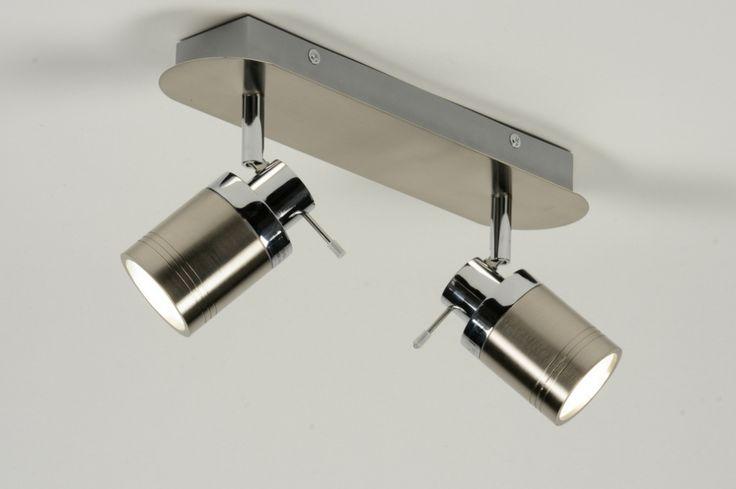 Artikel 71487 Strak en functioneel! Twee spatwaterdichte spots geschikt voor vele doeleinden. Het armatuur is gemaakt van geschuurd staal en is voorzien van chromen accenten. De twee spots kunnen zowel aan de wand als aan het plafond worden gemonteerd. U kunt de lamp bijvoorbeeld ook boven uw spiegel in de badkamer plaatsen. De spots zijn zowel draaibaar als kantelbaar.Geschikt voor 2x max. 35 Watt GU10 230V (exclusief)