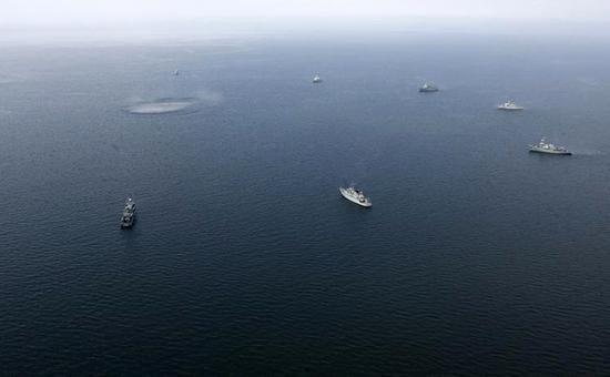 ☑ Латвия обнаружила у своих границ российские военные корабли ⤵ ...Читать далее ☛ http://afinpresse.ru/policy/latviya-obnaruzhila-u-svoix-granic-rossijskie-voennye-korabli.html