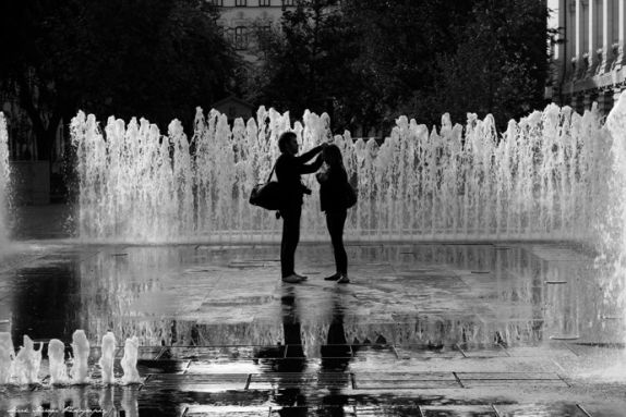 Budapest in Black and White. - The fountain in Szabadság tér