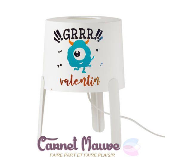 LAMPE DE CHEVET thème monstre pour petit garçon, personnalisée avec prénom - idée cadeau garçon - cadeau noel par carnetmauve sur Etsy https://www.etsy.com/fr/listing/563398108/lampe-de-chevet-theme-monstre-pour-petit