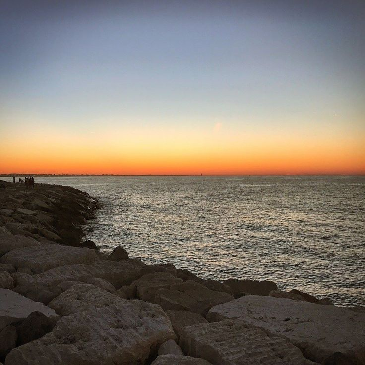 Tramonti riminesi #sunset #darsena #rimini #palata #porto #romagna #riviera #mare #adriatico #estate #tramonto #sole #spiaggia #instagram #bancacarim