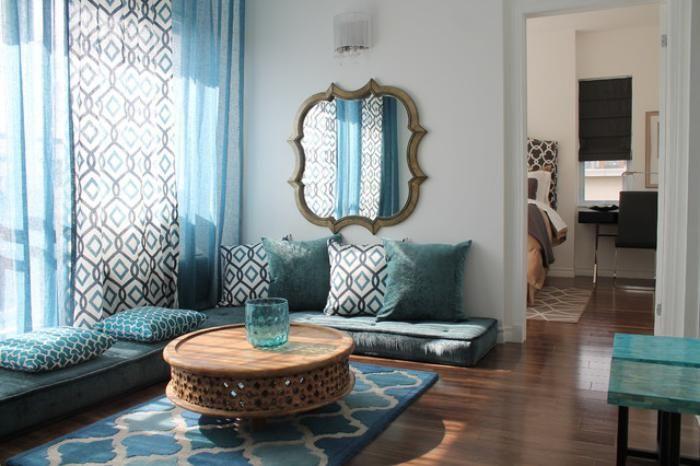 salon marocain moderne, déco bleue