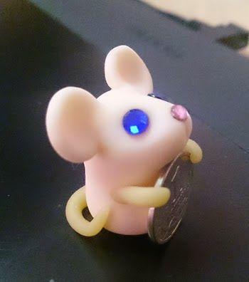 мышка с монеткой