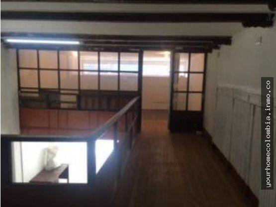 ARRIENDO O VENDO local de dos pisos en el centro de Bogota. REMODELADO excelente ubicacion. Primera planta: 89,84 mts2 Segunda planta: 90,23 mts2.  Hace parte