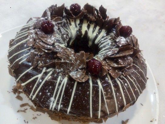 Vanilla Cake with cherries amarena,chocolate drops and chocolate ganache.