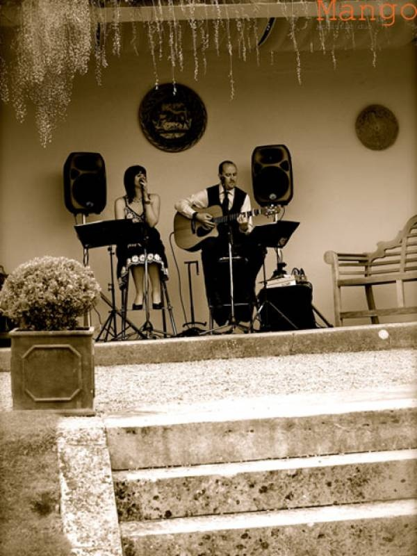 Mango Acoustic Duo - Entertainment Directory: Bands Category