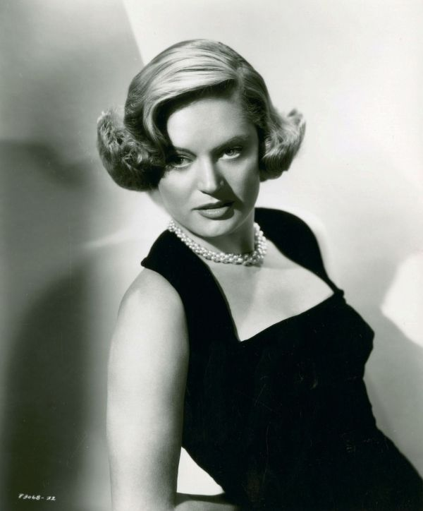 alexis smith measurements