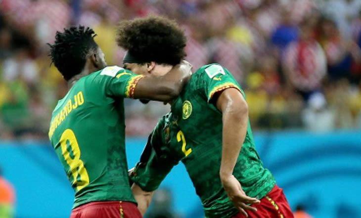 Mondial 2014 : Le coup de tête d'un joueur du Cameroun à son coéquipier - 19/06/2014 - http://www.camerpost.com/mondial-2014-le-coup-de-tete-dun-joueur-du-cameroun-a-son-coequipier-19062014/