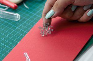 Verzieren der BUNTBOX mit Aufklebern und Stickern https://www.facebook.com/paper-friendsde-958093794300295/ #Sticker #Aufkleber #Geschenk #Verzieren #Klebebuchstaben #Kuvert