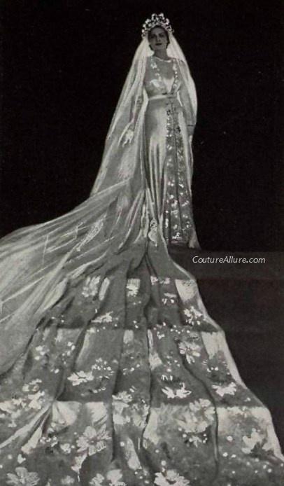 Vestido de novia de Chanel de 1938.¡menuda cola! Wedding gown by Chanel, 1938.