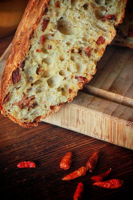 SŁODKI KOMPROMIS: Chleb z boczkiem i chilli