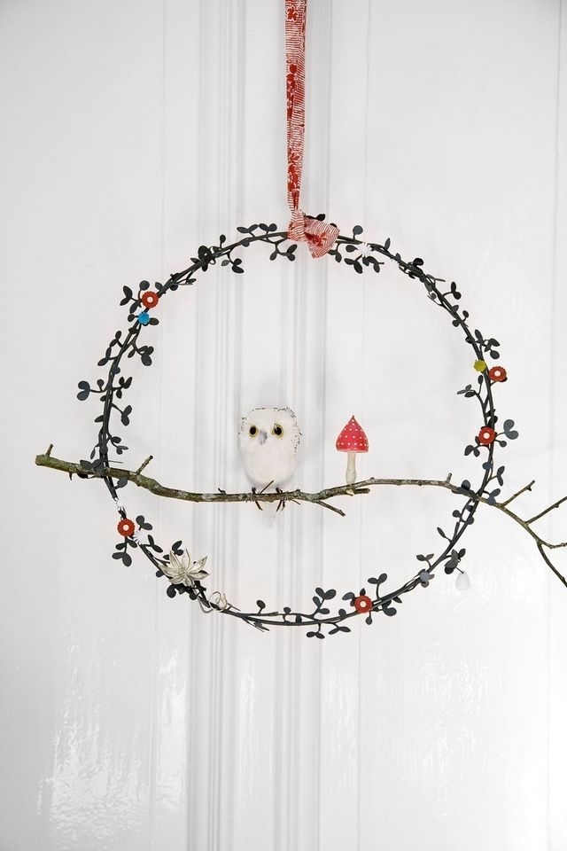 the best wreath ever, from a post which chronicles the single best execution of xmas decorating i have ever seen (via @Megan Friddle)