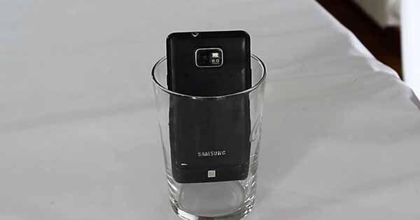 Aprende com este artigo truques caseiros brutais. Sabias, por exemplo, que um simples copo pode tornar-se um amplificador do som do teu telemóvel? Vais aprende isto e muito mais, depois de veres o vídeos vais desejar ter descobertos estes truques bem mais cedo.