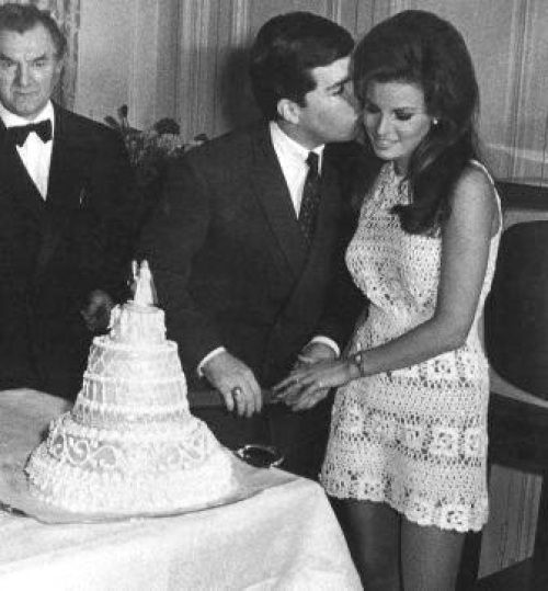 Celebrity Weddings Raquel Welch Wedding Cutting The Cake