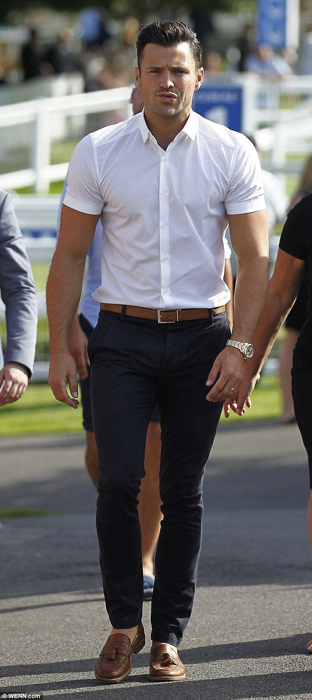 shirt sleeve length = about 1/2 arm. Mark Wright enjoys a rare day out without wife Michelle Keegan #dailymail
