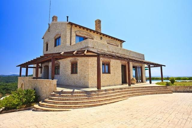 For Sale Villa, Meliteieoi, Chalikounas, 375 sq.m., In plot 4000 sq.m., 3 Levels, 3 Rooms, 4 Bedrooms, 3 Bathrooms, 1 WC, 1 Κitchen/s,  2 Fireplace, Dours: ...