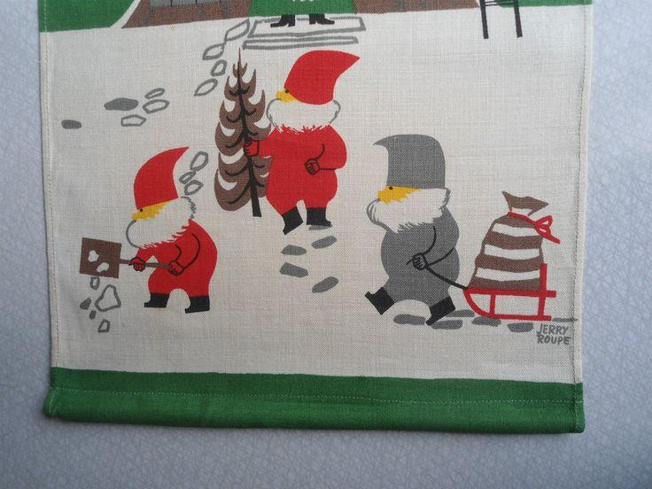 Julbonad signerad Jerry Roupe  tomteträdet tryckt linne tomtar