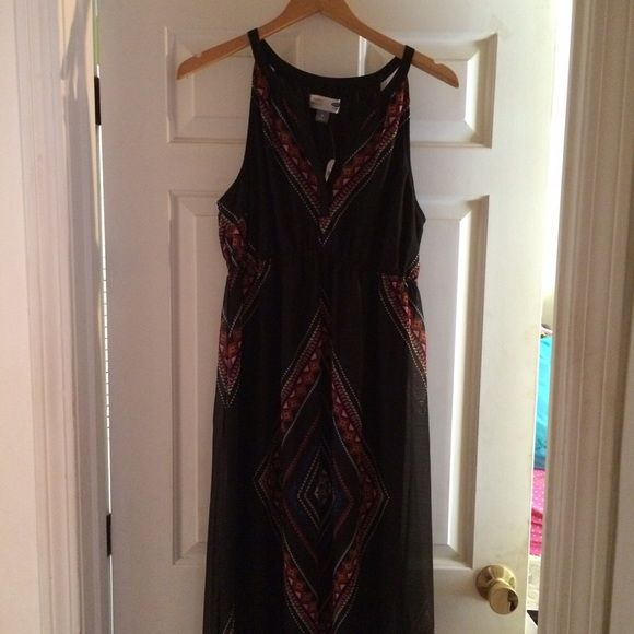 Black Tribal Print V Neck High Back Maxi Dress This online exclusive from Old Navy is a great summer dress! Flowy chiffon-like material with bright pink, green and other colorful accents! New with tags. Old Navy Dresses Maxi