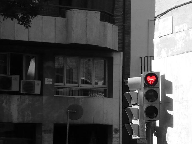 Street-Heart in Barcellona - Desaturizzata con TheGimp, eccetto il cuore