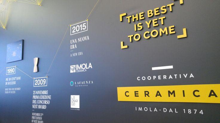 Le lastre in gres porcellanato di Coop. Imola raccontano la lunghissima storia aziendale in un'installazione multimediale nella prestigiosa cornice de #laTriennale.  #MCaroundSaloni #iSaloni #milanoDesignWeek #mdw
