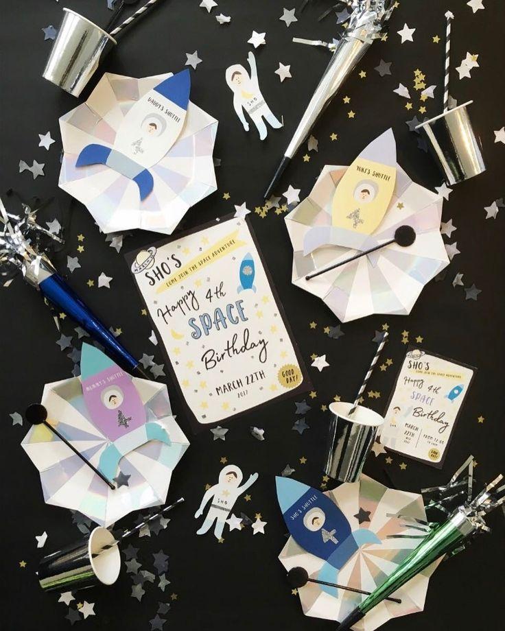 今日のpick up REAL PARTY A SPACE ADVENTURE planner: glitter party styling ( @glitter_party_styling )  歳の男の子の誕生日パーティーのテーマは宇宙黒い模造紙にキラキラのコンフェッティをのせかわいい星空をオリジナルのペーパーアイテムをふんだんにつかった世界につだけのスタイリング  このパーティーのアルバムを見る@archdays プロフィールから記事にとべます  #birthdayparty #partyforkids #partyideas #partystyling #birthdaycake #1stbirthday #firstbirthday #誕生日 #ホームパーティー #バースデーパーティー #ファーストバースデー #ハーフバースデー #キッズパーティー #キッズバースデー #おうちスタジオ #誕生日パーティー #パーティープランナー #バースデープランナー #ケーキトッパー #ペーパーファン #ペーパーアイテム #コンフェッティ #バースデーケーキ #レターバナー…