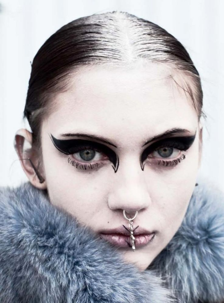 Punk Eye Makeup | Super thick graphic cat eye make up.