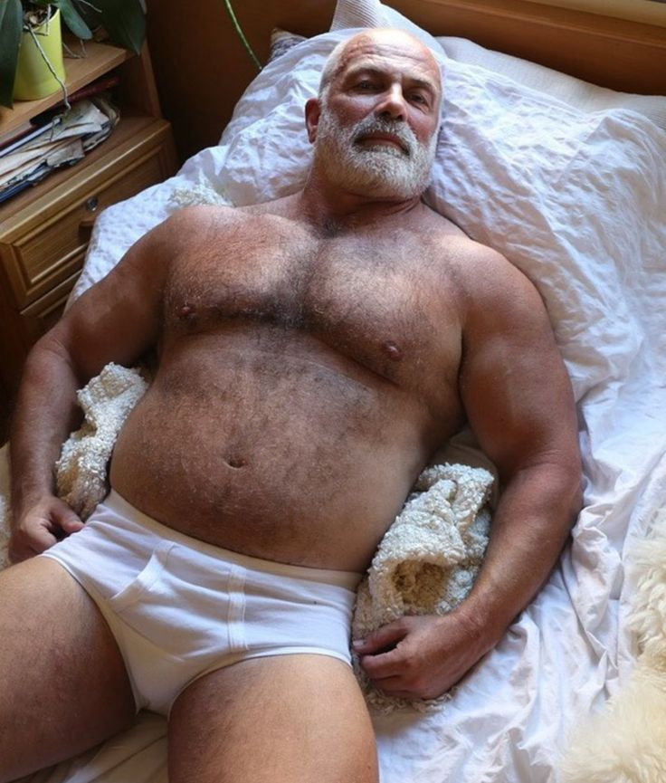 Hairy muscle bear daddy